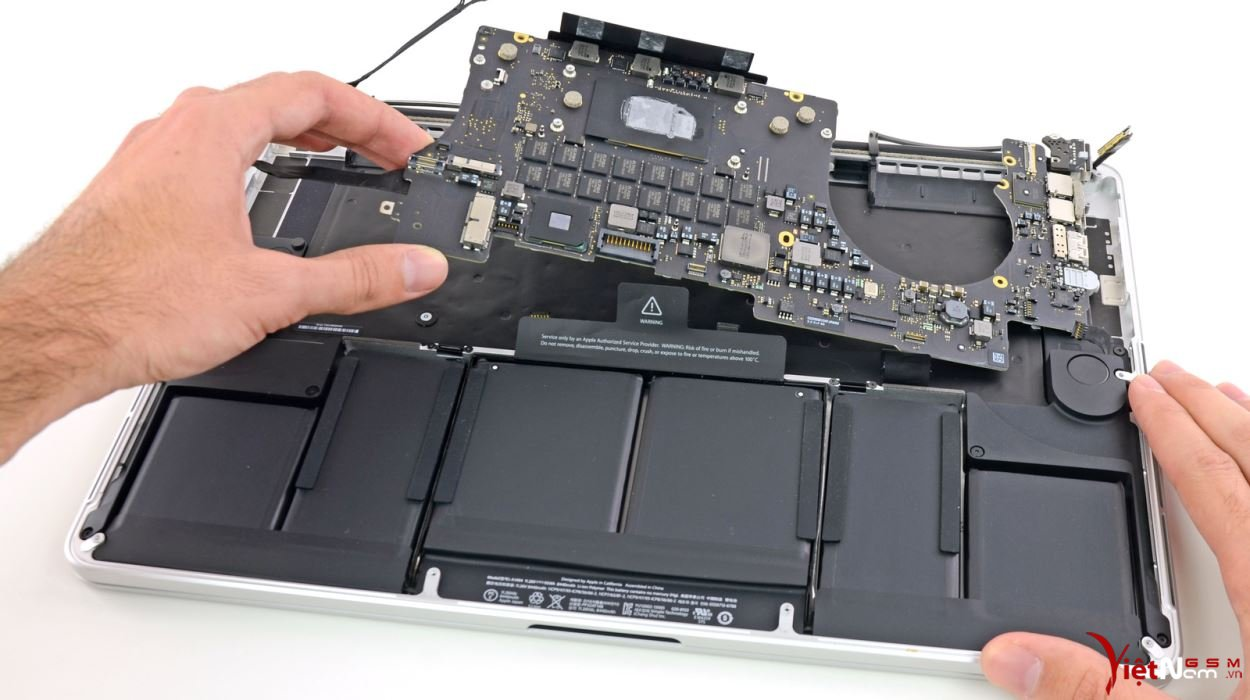macbookpro_15_2013_teardown_02.jpg